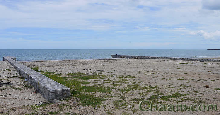 Beach front land in Cha-Am for sale