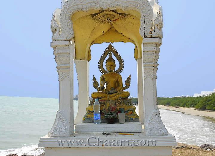 Buddha at the beach of Cha-Am
