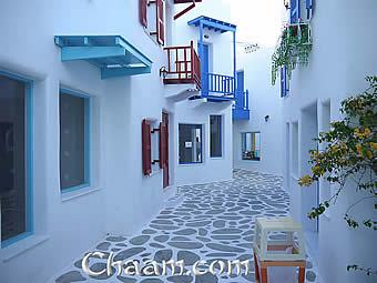 Narrow alleys in Santorini Park