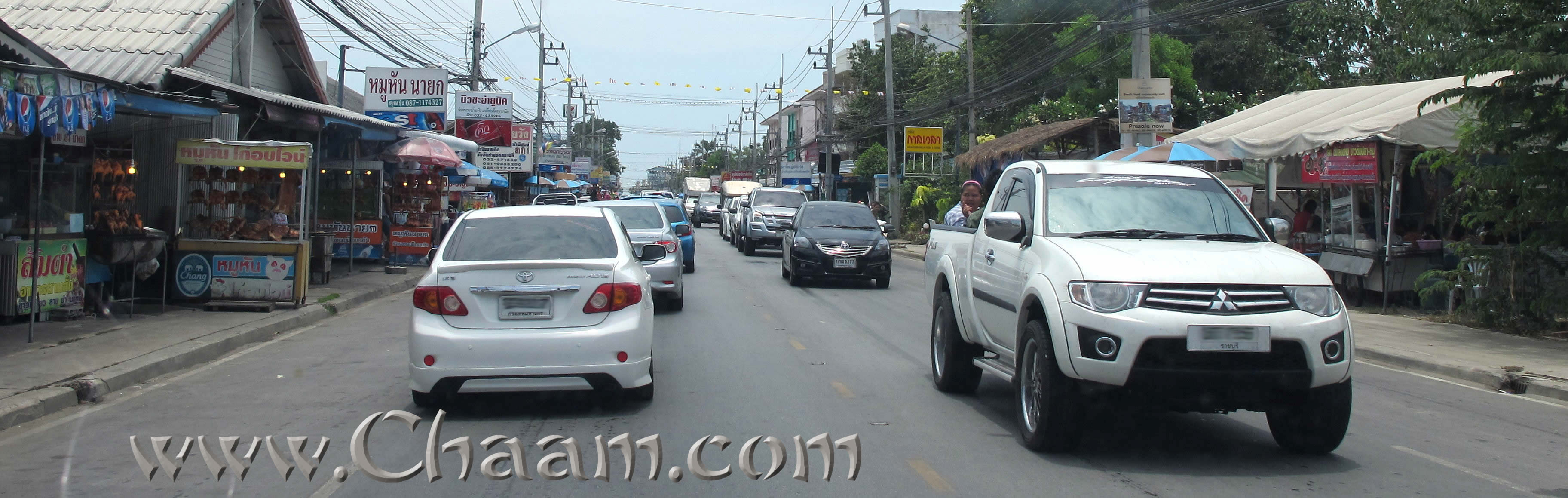 Narathip road full of cars