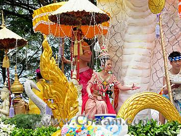 Beautiful dressed Thai people to Songkran