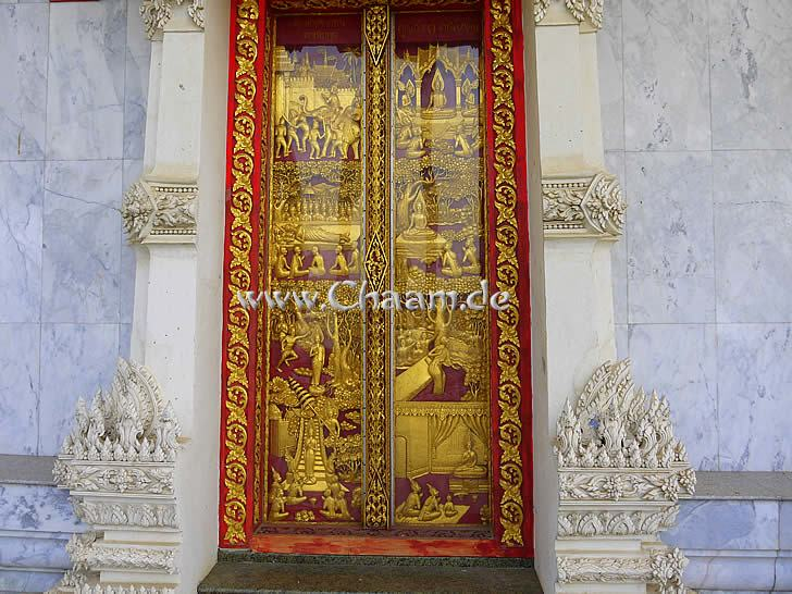 Golden gates in the Thai temple in Cha-Am