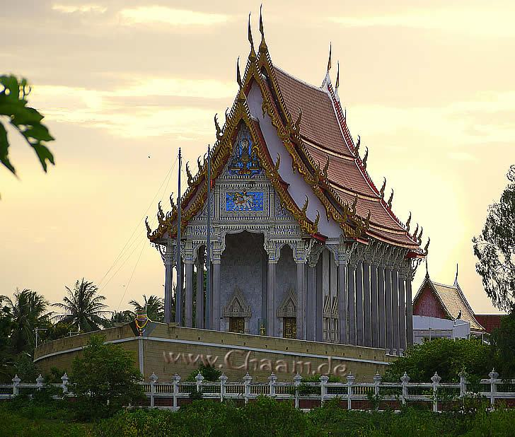 Temple Wat Tanot Luang at sunset